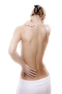 caminar armónicamente evita el dolor de espalda